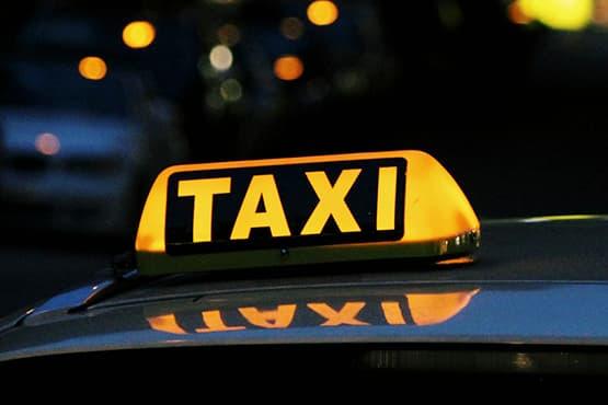 Transport : vaut-il mieux se déplacer en taxi ou en Uber ?