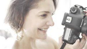 Promouvoir votre notoriété avec un photographe comédien à Paris
